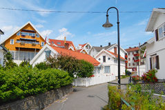 Взгляд к традиционным норвежским домам в Frogn, Норвегии Стоковая Фотография RF