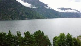 Взгляд к фьорду и воде от трутня на воздухе Норвегии видеоматериал