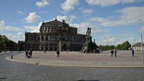 Взгляд к Semperoper в Дрездене Стоковые Фотографии RF