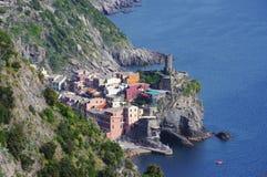 Взгляд к Vernazza в terre Cinque Стоковое Изображение RF