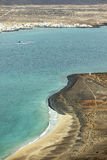 Взгляд Ла Graciosa острова с городком Caleta de Sebo Стоковые Фотографии RF