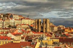 Взгляд Лиссабона с собором Sé de Лиссабоном Стоковые Изображения RF