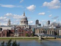 Взгляд Лондона над Темзой Стоковые Фото