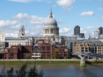 Взгляд Лондона над Темзой Стоковые Изображения