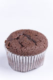 Взгляд макроса булочки шоколада над белизной Стоковое фото RF