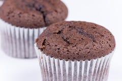 Взгляд макроса булочки шоколада над белизной Стоковые Фотографии RF