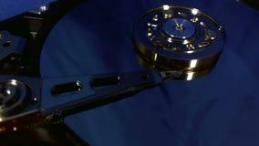 Взгляд макроса движений головы жёсткого диска видеоматериал