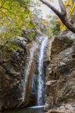 Взгляд малого водопада в горах troodos в Кипре Стоковое Изображение RF
