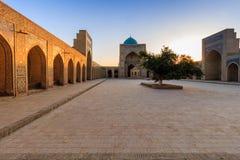 Взгляд мечети на заходе солнца, Бухары Kolon, Узбекистана стоковая фотография