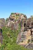 Взгляд монастыря Meteora расположенного на утесе стоковые фото