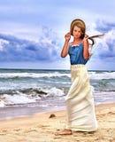 Взгляд моря девушки лета на воде Стоковые Фото