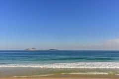 Взгляд моря, линии горизонта и островов Cagarras стоковое изображение rf