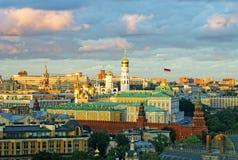 Взгляд Москвы Кремля с бурным небом Стоковая Фотография RF