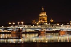 Взгляд моста аннунциации, английских embankmen Стоковое Изображение