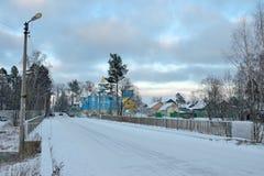 Взгляд моста и сини и белизны церков Стоковые Изображения RF