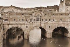 Взгляд моста Pulteney ориентир ориентира в ванне Англии Стоковые Фото