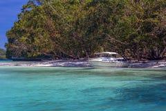 взгляд мотора озера шлюпки baikal панорамный Стоковая Фотография RF