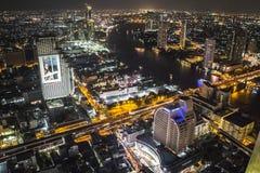 Взгляд над Бангкоком на ноче от Skybar стоковое фото rf