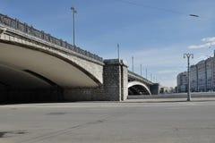 Взгляд на большом каменном мосте Стоковые Фото