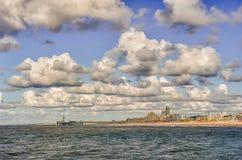 Взгляд на бульваре и пристани Scheveningen Стоковое Изображение