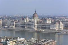Взгляд над венгерским парламентом, вдоль Дуная - Будапешта стоковое фото rf