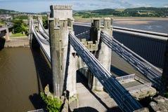 Взгляд на висячем мосте Conwy от средневекового замка Стоковые Изображения