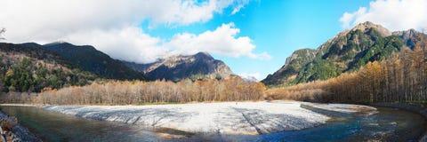 Взгляд на горах kamikochi стоковое изображение