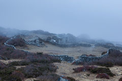Взгляд над горным селом в Гималаях Стоковые Фотографии RF