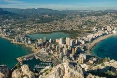 Взгляд над городком Calpe Calp, Испанией Снятый от Penon Ifach стоковые изображения rf