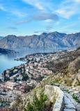 Взгляд над городком Kotor, Черногории, залива и mou Стоковые Изображения RF