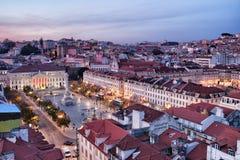 Взгляд над городом Лиссабона на сумраке в Португалии Стоковые Изображения