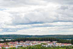 Взгляд над жилым районом окруженным по своей природе Стоковое фото RF