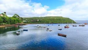 Взгляд на заливе Portree, острове Skye, Шотландии, Великобритании Стоковое Изображение RF
