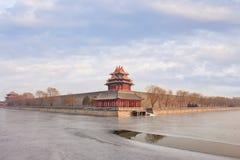 Взгляд на музее дворца Пекина с замороженным каналом Стоковые Изображения