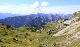 Взгляд на долине горы в горных вершинах (rofan горы) Стоковое Изображение RF