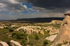 Взгляд над долиной fairy печных труб в Cappadocia Стоковые Изображения RF