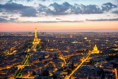 Взгляд над Парижем после захода солнца Стоковые Изображения RF