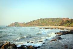 Взгляд на побережье океана. Красивый берег стоковые изображения