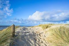Взгляд на пляже от песчанных дюн Стоковая Фотография RF