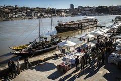 Взгляд на речном береге от немного выше, Порту, Португалия Стоковое Изображение RF