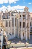 Взгляд на руинах монастыря Carmo в Лиссабоне - Португалии стоковое изображение