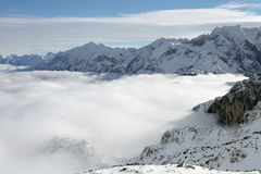 Ряд держателей и облаков Стоковое фото RF