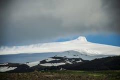 Взгляд на саммите Hvannadalshnukur ледника в парке Vatnajokull ландшафта горы Исландии Стоковое Изображение