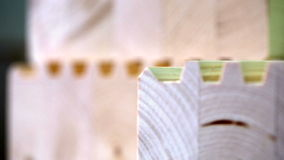 Взгляд на склеенном прокатанном тимберсе, конец-вверх акции видеоматериалы