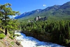 Взгляд над смычком понижается в канадские скалистые горы, Banff Стоковая Фотография