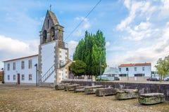 Взгляд на старом монастыре с усыпальницами в тарифах - Португалия Стоковые Изображения RF