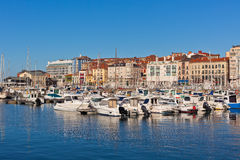 Взгляд на старом порте Gijon и яхт, Астурии, северной Испании Стоковая Фотография
