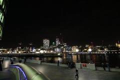 Взгляд над Темзой от здание муниципалитета стоковые фото