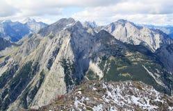 Взгляд на цепи горы в горных вершинах (karwendel) Стоковая Фотография RF