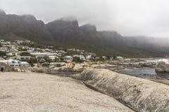 Взгляд на 12 apostels от пляжа в Кейптауне Стоковое фото RF